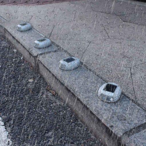 lampe solaire imitation pierre étanche