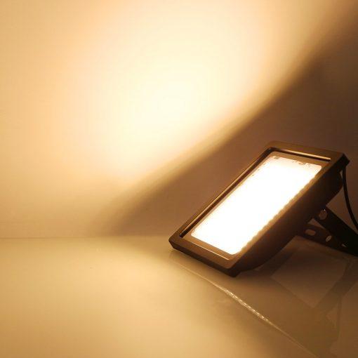 lampe solaire avec panneau déporté lumière chaude