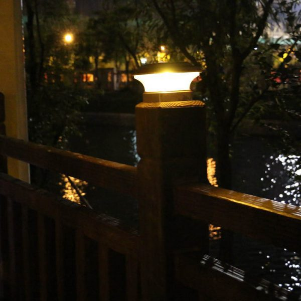 lampe solaire de pilier extérieur
