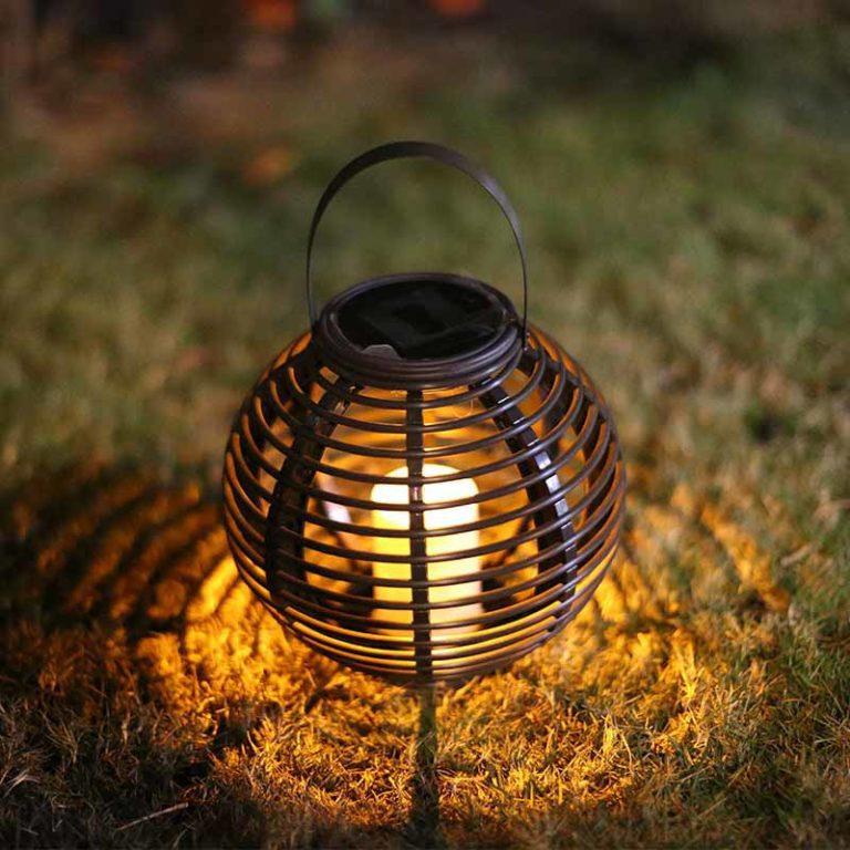 lanterne solaire rotin jardin brille