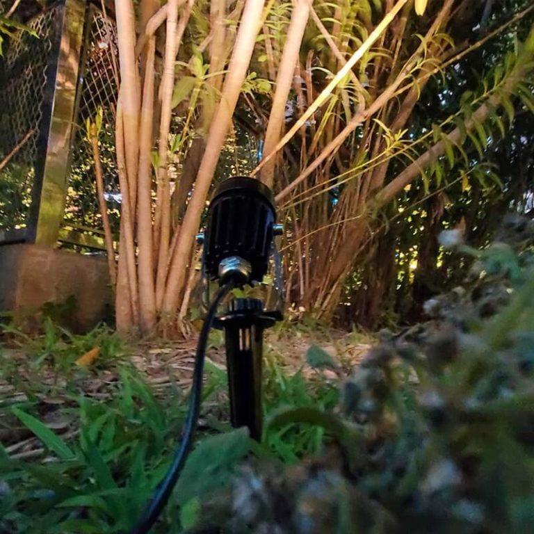 spot solaire arbre jardin lampe 1