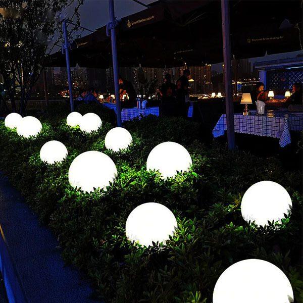 boule lumineuse solaire jardin